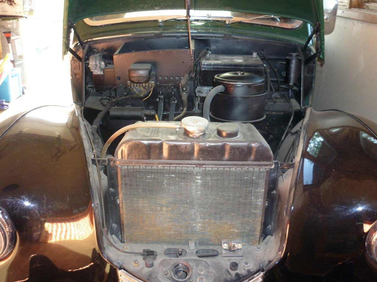 P1010302 - 4x3 - engine compartment